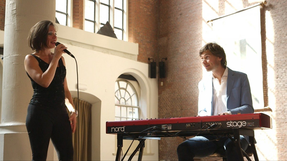 To the Nines - Marieke & Dennis Weelink op toetsen of piano